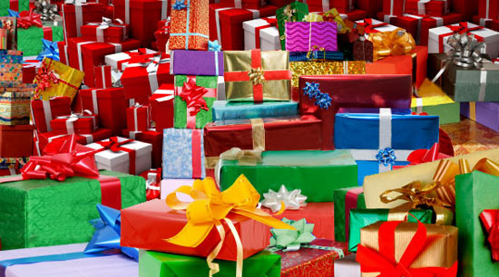 Lots of gifts. Source: http://www.annemini.com/?p=1858