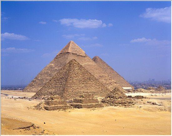 The Great Pyramids of Giza: Menkaure, Khafre and Khufu. Source: http://www.sacred-destinations.com/egypt/giza-pyramids-pictures/slides/giza-pyramids-menkaure-khafre-khufu-wp.htm