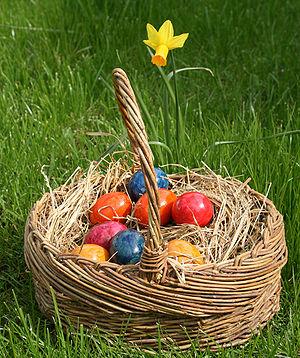 Easter eggs Deutsch: Osterreier im gepflochten...