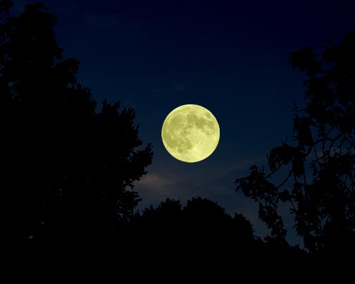 The Harvest Moon of September. Source: http://kerrdelune.blogspot.com/2010/09/full-harvest-moon-of-september.html